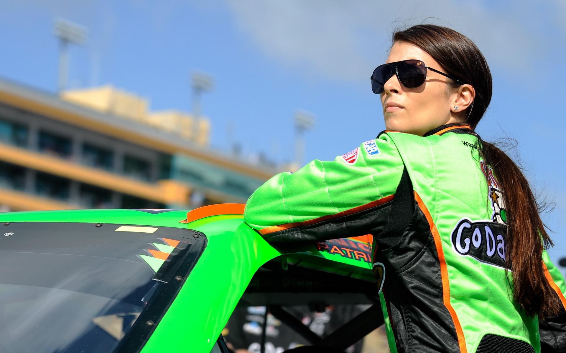 Ženy za volantom - Profesionálne pretekárky, ktoré jazdia lepšie ako väčšina mužov (Danica Patrick)