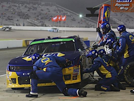 NNS-Driver-Points-Lead-Chase-Elliott-NAPA-AUTO-PARTS-Chevrolet-Richmond-pit-tires-fuel