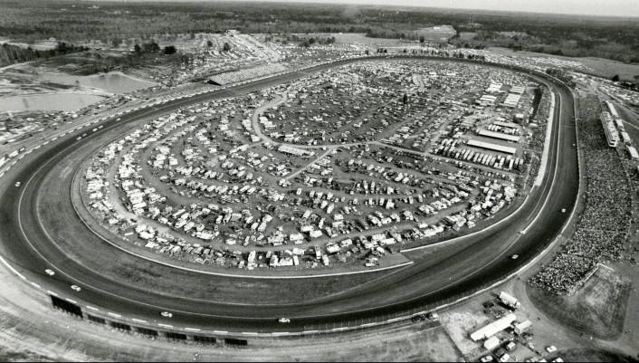 Aerial_view_of_the_Atlanta_Journal_500_at_the_Atlanta_Motor_Speedway_1989