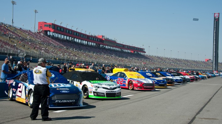 Lining up on pit road before the start of the race