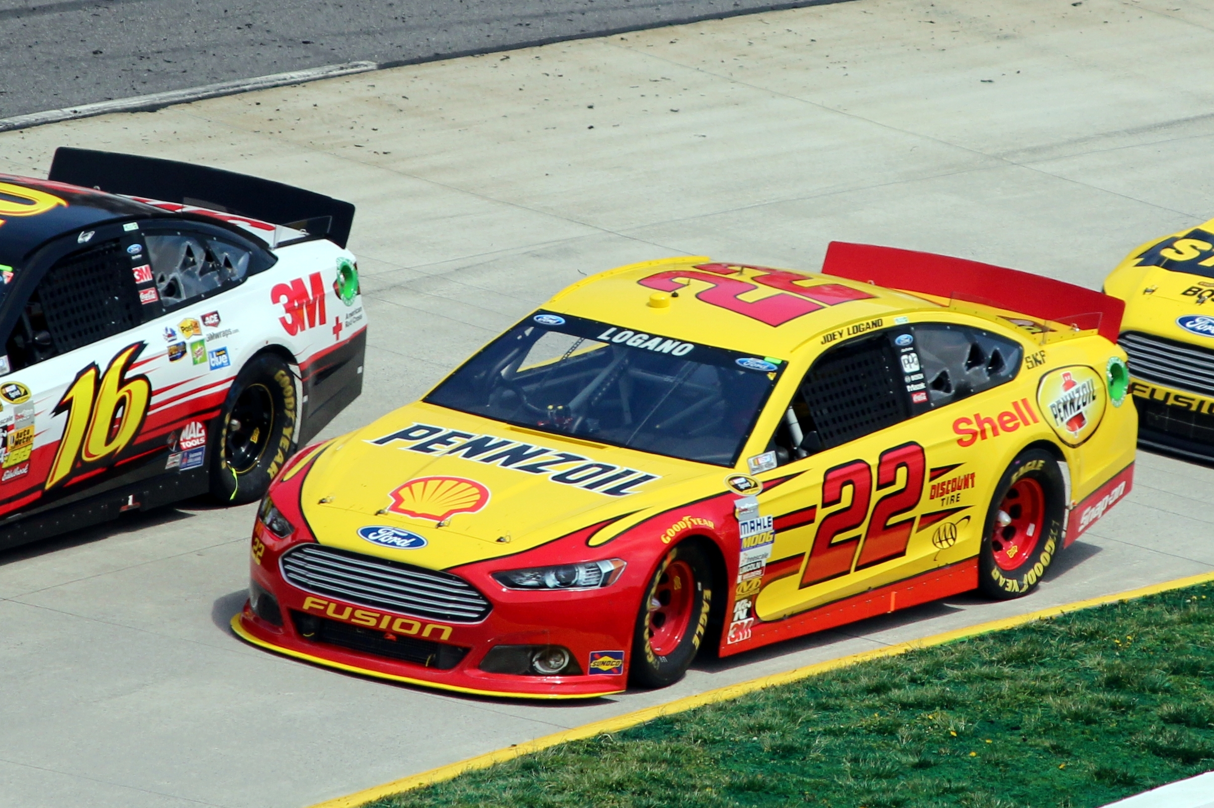 22_Joey_Logano,_2013_STP_Gas_Booster_500