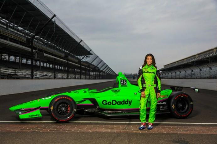 Danica-Patricks-2018-Indycar-paint-scheme